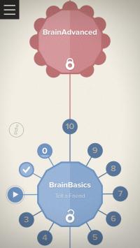 Billedet viser tilføjelsen til Brain+ hjernetræningsapp'en kaldet BrainCoach. På billedet kan du se et oplåst træningsmodul kaldet BrainBasics. Desuden vises et låst BrainAdvanced modul. Begge moduler giver dig mulighed for at lære teknikker til at forbedre hjernen i dagligdagen.